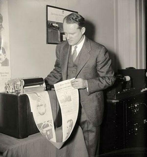 روزنامه رادیوئی / در سال 1939 میلادی این ایده مطرحشده که از طریق رادیو بتوانید روزنامههای خبری را از طریق رادیو و بهواسطهی دیوایس های موجود در خانه دریافت نمایید. به این صورت که تمامی متون و عکسها روی کاغذهای رولی تعبیهشده در دیوایس مذکور چاپ میشد.