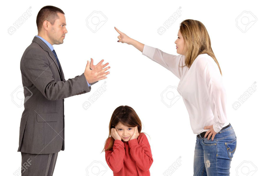 20206600-couple-fighting-in-front-of-child-Stock-Photo-w900-h600
