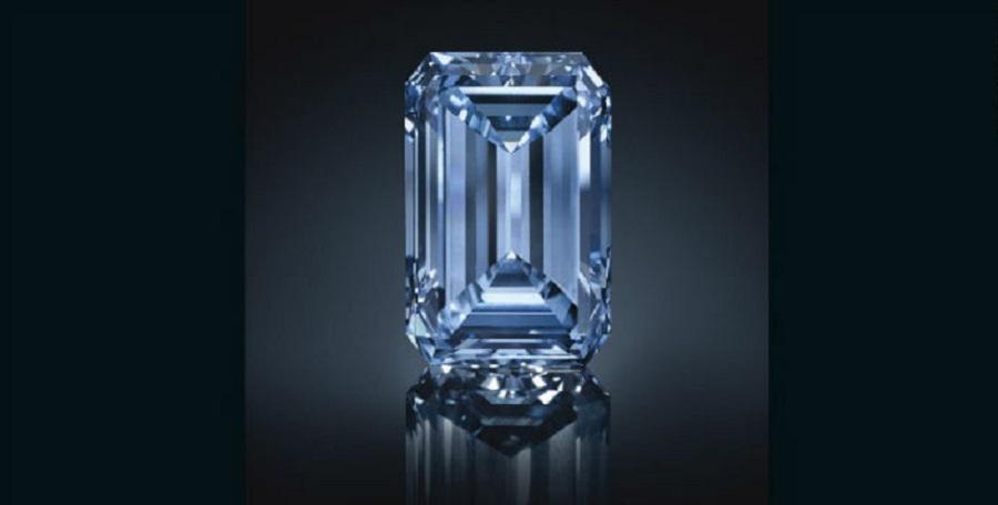 بزرگترین الماس آبیرنگ دنیا باقیمت ۵۷.۵ میلیون دلار فروخته شد