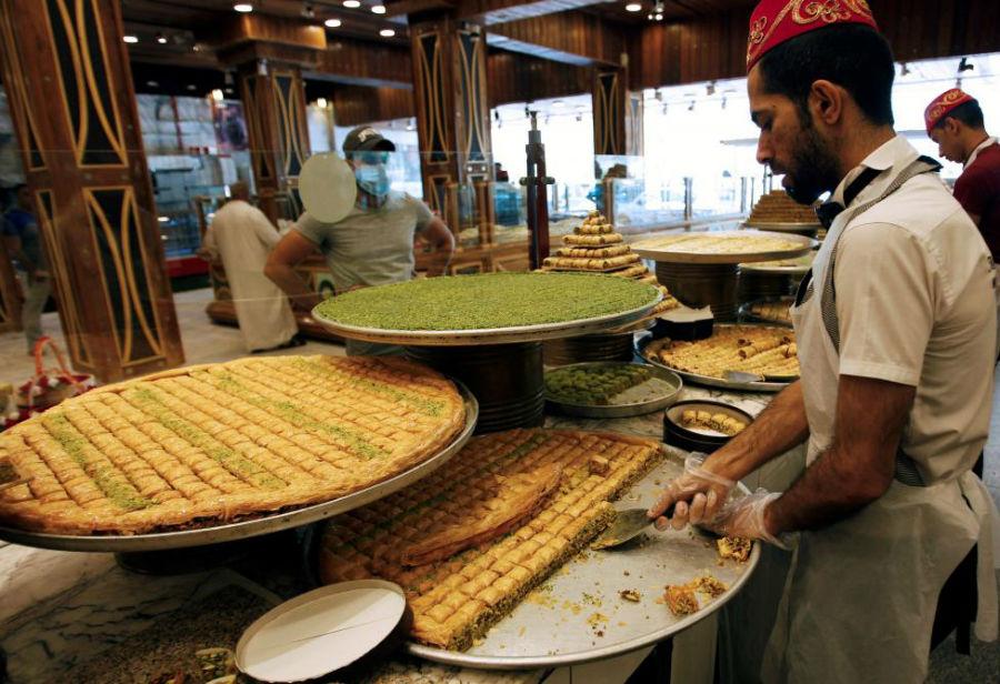 آمادهسازی باقلوا برای افطار عکاس: Khalid Al Mousily مکان: بغداد، عراق