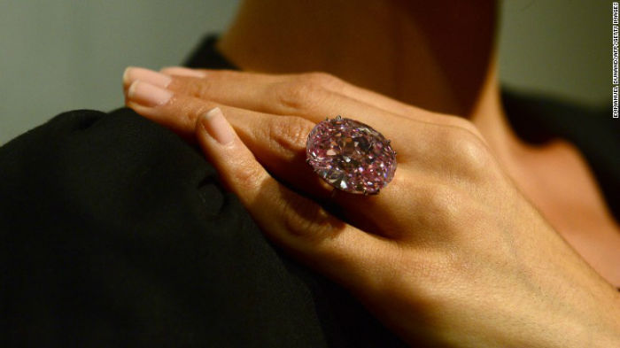 الماس بیضی و صورتی De Beers Millennium Jewel 4 The Pink Star در سال 2013 باقیمت 80 میلیون دلار فروخته شد