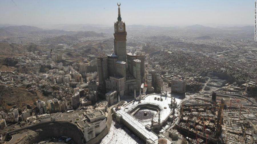 برج ساعت مکه مکان: مکه – عربستان سعودی ارتفاع: 601 متر تعداد طبقات: 120 آرشیتکت: موسسه معماری دارالهندسه