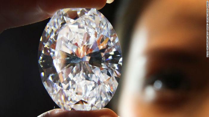 الماس بیضی و سفیدرنگ 118.28 قیراطی در سال 2013 باقیمت 30.6 میلیون دلار در یک حراجی به فروش رفت و در آن زمان بزرگترین الماس سفید محسوب میشد.