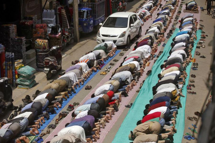 نماز جماعت در مسجد عکاس: Danish Ismail مکان: SRINAGAR، هند