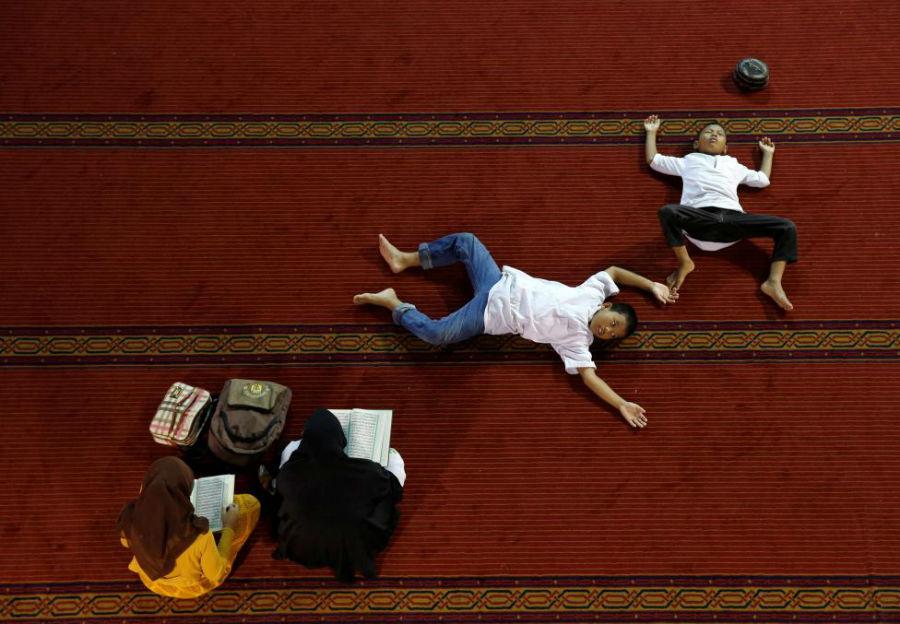 زنان در حال خواندن قرآن عکاس: Beawiharta Beawiharta مکان: جاکارتا، اندونزی