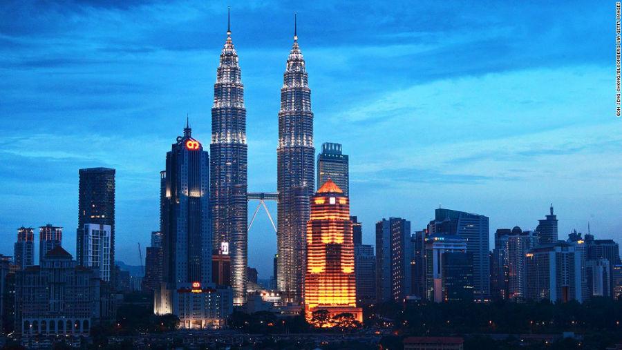 برجهای 1 و 2 پتروناس مکان: کوالالامپور – مالزی ارتفاع: 451.9 متر تعداد طبقات: 88 آرشیتکت: سزار پلی