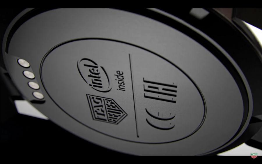 در بخش زیرین این ساعت هوشمند میتوانید لوگوی اینتل را نیز در کنار مارک خود کمپانی سازنده مشاهده کنید که تولیدکننده چیپست 1.6 گیگاهرتزی و دو هستهای این گجت است.