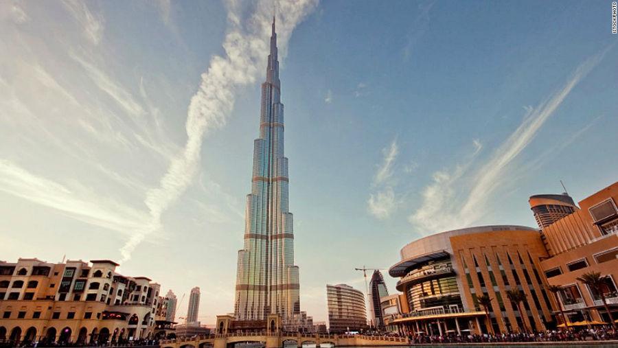 برج خلیفه مکان: دبی – امارات ارتفاع: 828 متر تعداد طبقات: 163 آرشیتکت: Skidmore – Owings & Merrill
