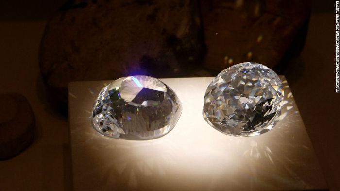 Cubic zirconia یک قطعه از الماس «کوه نور» است