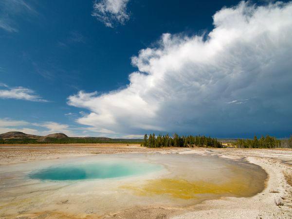 پارک ملی Yellowstone، حوضچه آبگرم عکاس: Shant Neshanian مکان: آمریکا در این مکانها بهتر است انواع لنزها از واید-انگل گرفته تا تلهفتو را امتحان کنید تا گزینه مناسب را یافته و بهترین عکس را ثبت نمایید.