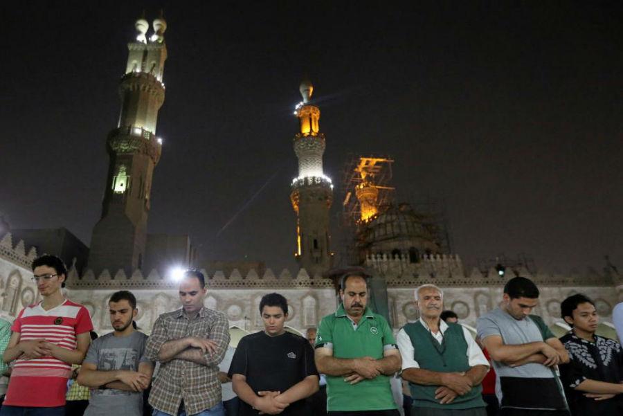 نماز جماعت در مسجد الزهراء عکاس: Mohamed Abd El Ghany مکان: قاهره، مصر