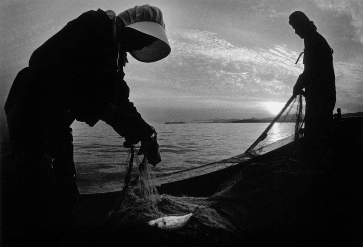 JAPAN. Minamata Bay. Fishermen. 1971.