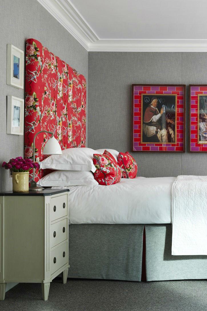 هتل Ham Yard تمامی 91 اتاق هتل Ham Yard در لندن توسط هنرمندی به نام Kit Kemp با تلفیقی از طرحهای رنگی و ملهم از طبیعت با ریزترین جزئیات طراحی گشته.