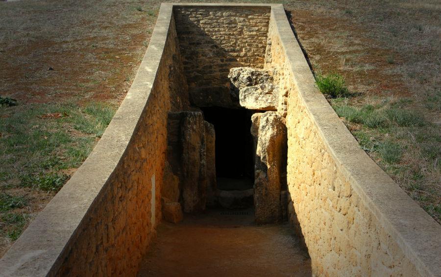 Cueva_de_Viera_-_Dolmen_de_Viera_Antequera_Málaga-w900-h600