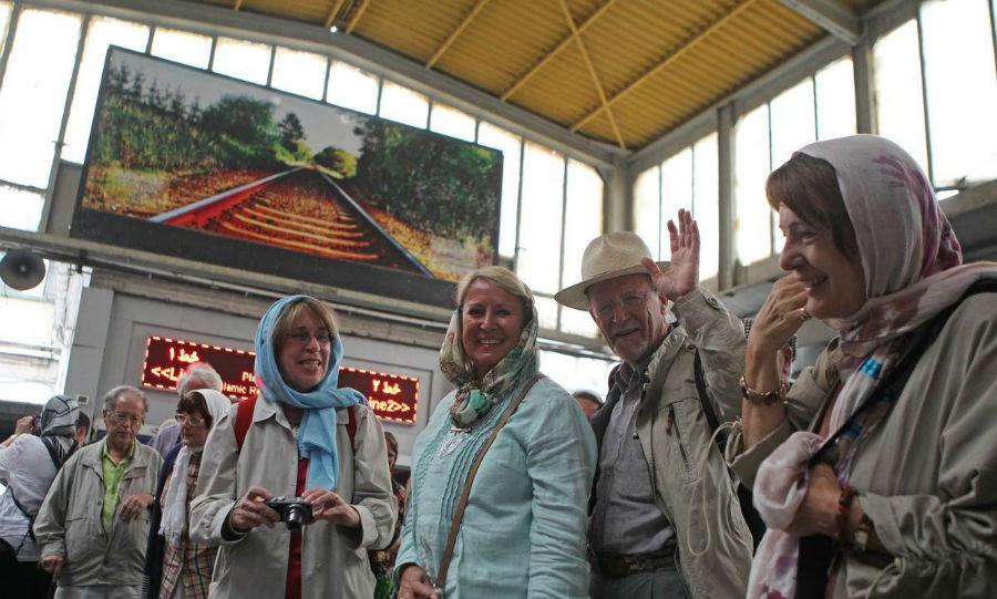 European-tourists-in-Tehran-1-w900-h600