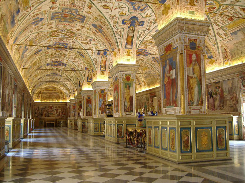 TheVaticanMuseumsInterior_FB-w900-h600