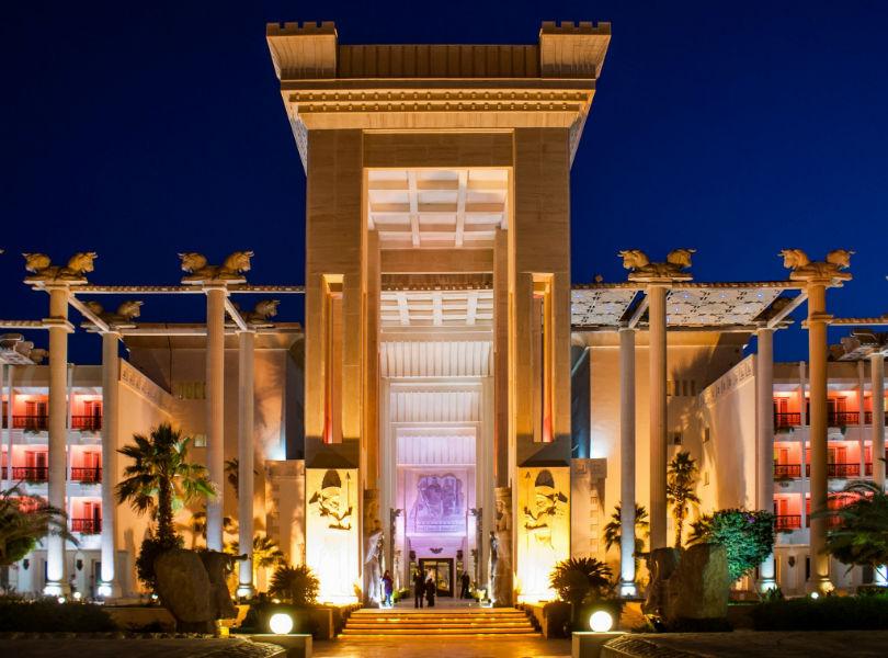 iran-hotels-kish-travel-to-iran-traveling-center-e1436443969762-w900-h600