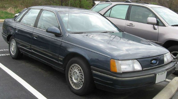 1280px-1st_Ford_Taurus_GL_sedan-w600