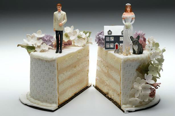 Bride-and-groom-figurines-standing-on-two-separated-slices-of-wedding-cake-w900-h600