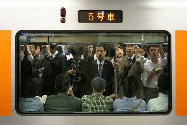 tokyo-subway-pushers-12-w600