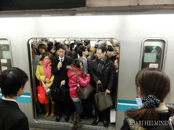 tokyo-subway-pushers-22-w600