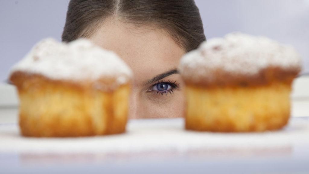 با ۳ روش ذهنی به ولع غذا خوردن مان غلبه کنیم