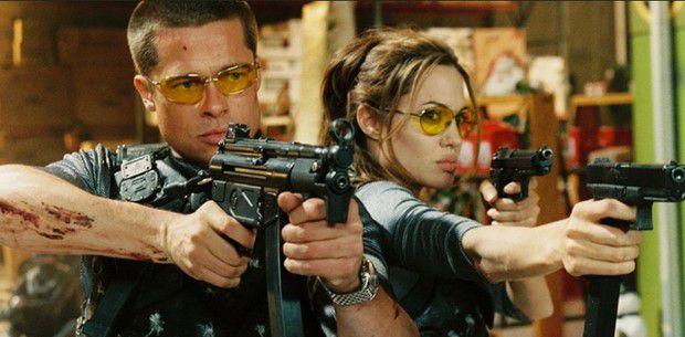 جولی در سال 2005 میلادی با بازی در فیلم «آقا و خانم اسمیت» به دنیای اکشن بازگشت و در همان جا نیز با همسرش «برد پیت» آشنا شد.