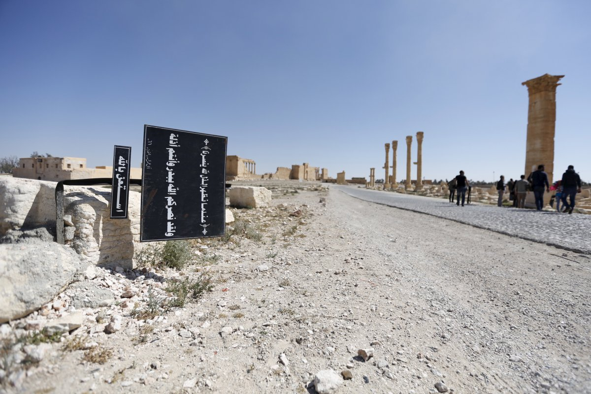 a-billboard-with-quranic-verses-in-the-historic-city-of-palmyra-syria
