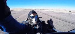 واکنش جالب خلبانی که در آستانه از دست دادن سرش به خاطر برخورد با یک هواپیمای دیگر بود [تماشا کنید]