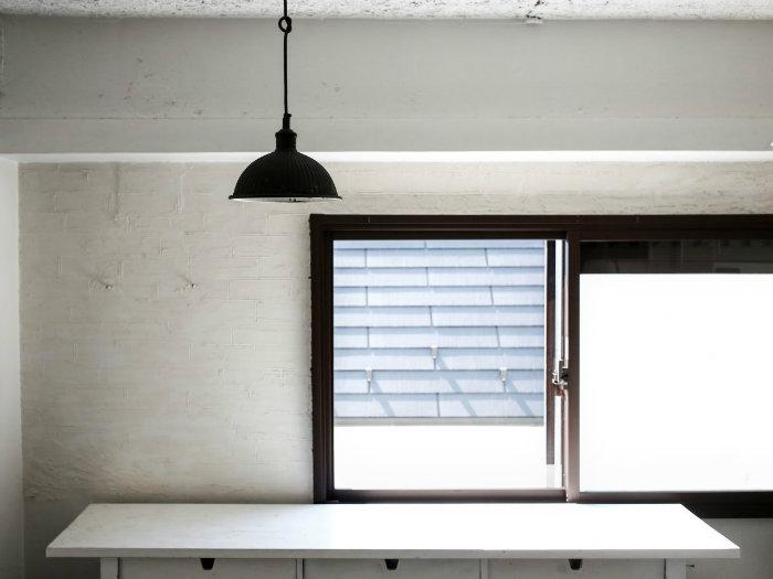 شلوغ نبودن خانه می تواند کانتر آشپزخانه را تمیز نگه دارد