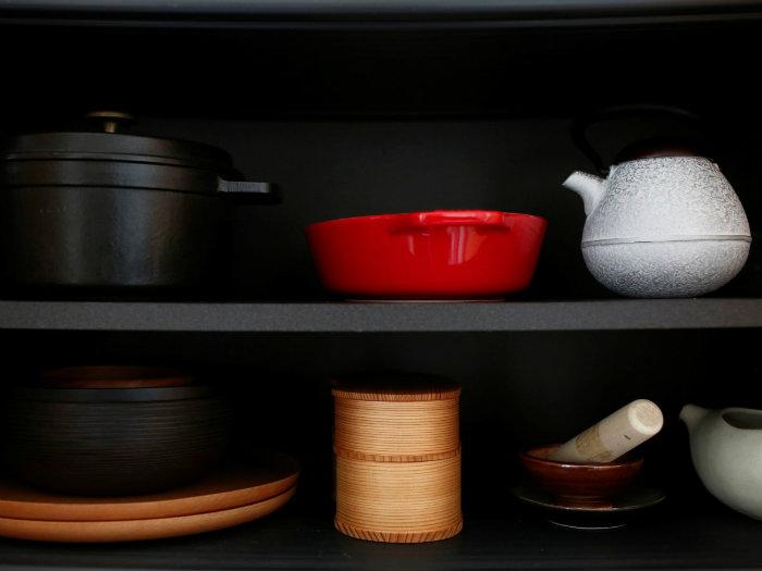 ظروف بسیار کمی برای پخت و پز در نظر گرفته شده و نیازی به فکر کردن در این رابطه نیست