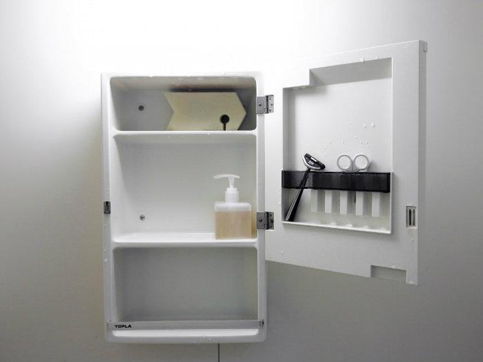 حمام ها نیز بسیار ساده در تظر گرفته شده اند