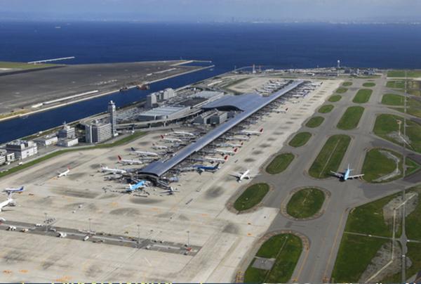 آشیانه هواپیماها در وسط جزیره مصنوعی