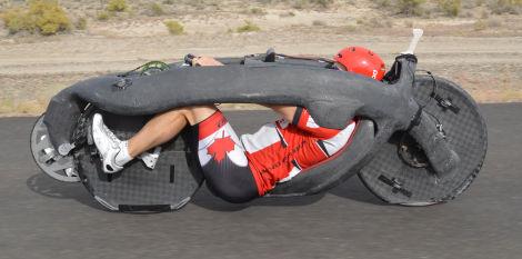 رکورد سرعت وسایل نقلیه متکی به نیروی انسانی توسط دوچرخه ای گلوله مانند شکسته شد  [تماشا کنید]