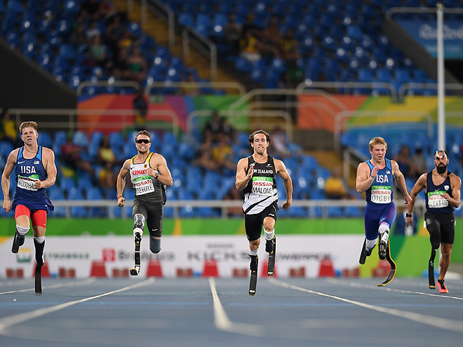 RIO DE JANEIRO, BRAZIL - SEPTEMBER 12: Liam Malone (C) of New Zealand competes in the Men's 200m - T44 on day 5 of the Rio 2016 Paralympic Games at the Olympic Stadium on September 12, 2016 in Rio de Janeiro, Brazil. (Photo by Atsushi Tomura/Getty Images for Tokyo 2020)