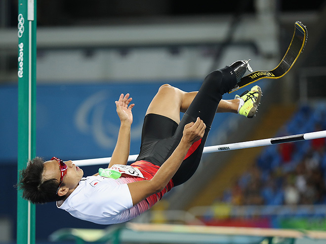 RIO DE JANEIRO, BRAZIL - SEPTEMBER 12: Toru Suzuki of Japan competes in the Men's High Jump - T44 Final on day 5 of the Rio 2016 Paralympic Games at the Olympic Stadium on September 12, 2016 in Rio de Janeiro, Brazil. (Photo by Friedemann Vogel/Getty Images)
