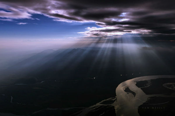 storm-sky-photography-airline-pilot-christiaan-van-heijst-8-57eb67fdd886f__880-w600-copy