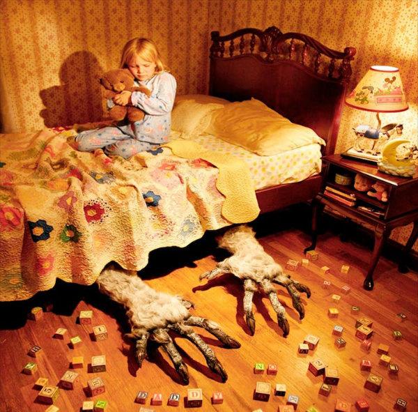 خلق تصاویری ترسناک و دلهره آور توسط پدری با کمک فرزندانش