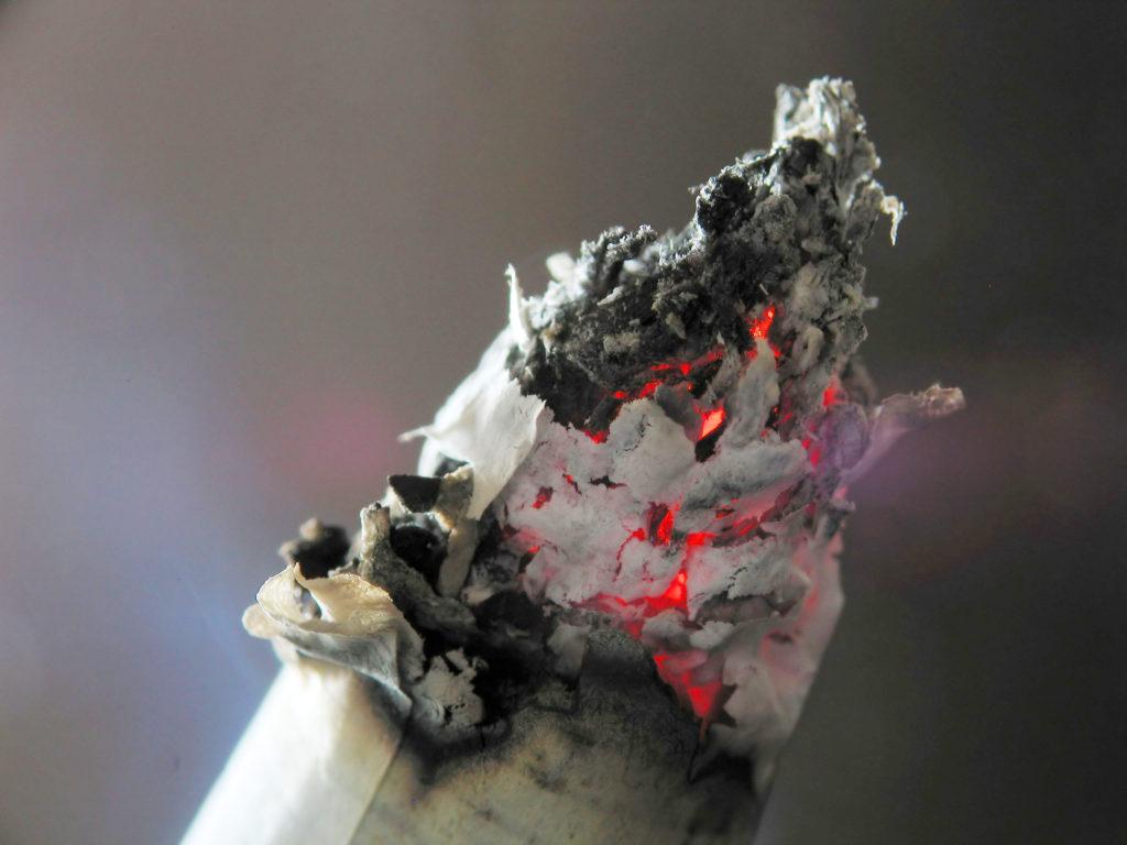 ویدئویی جالب و زیبا که سوختن سیگار را به شکلی متفاوت به تصویر می کشد [تماشا کنید]