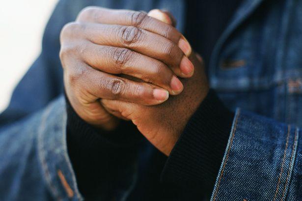 شکستن قولنج انگشتان، ممکن است مفید هم باشد