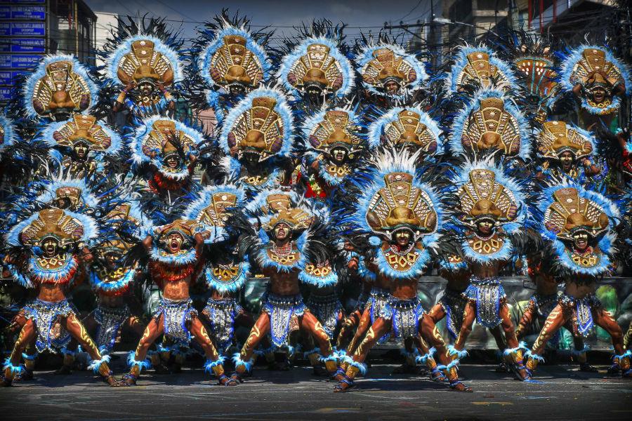 برگزاری جشنواره مذهبی «دایناگیانگ» در فیلیپین. این مراسم هر سال در چهارمین یکشنبه از ژانویه برپا می گردد.