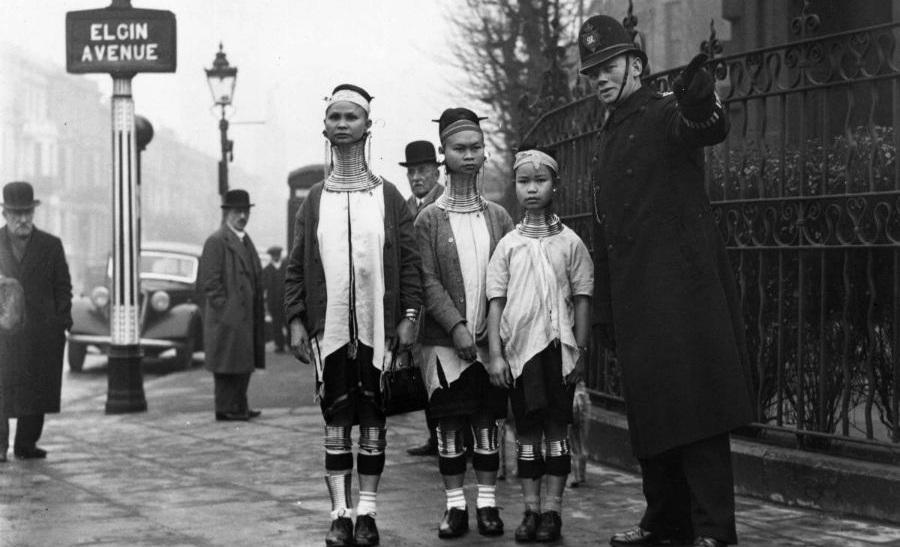 «زنان زرافه ای»؛ جاذبه شهر لندن در دهه ۱۹۳۰ میلادی
