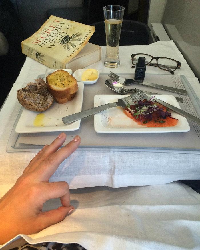 3. Air New Zealand برای مسافران بخش بیزینس غذاهایی همانند ماهی سالمون دودی با چغندر سرو می شود.