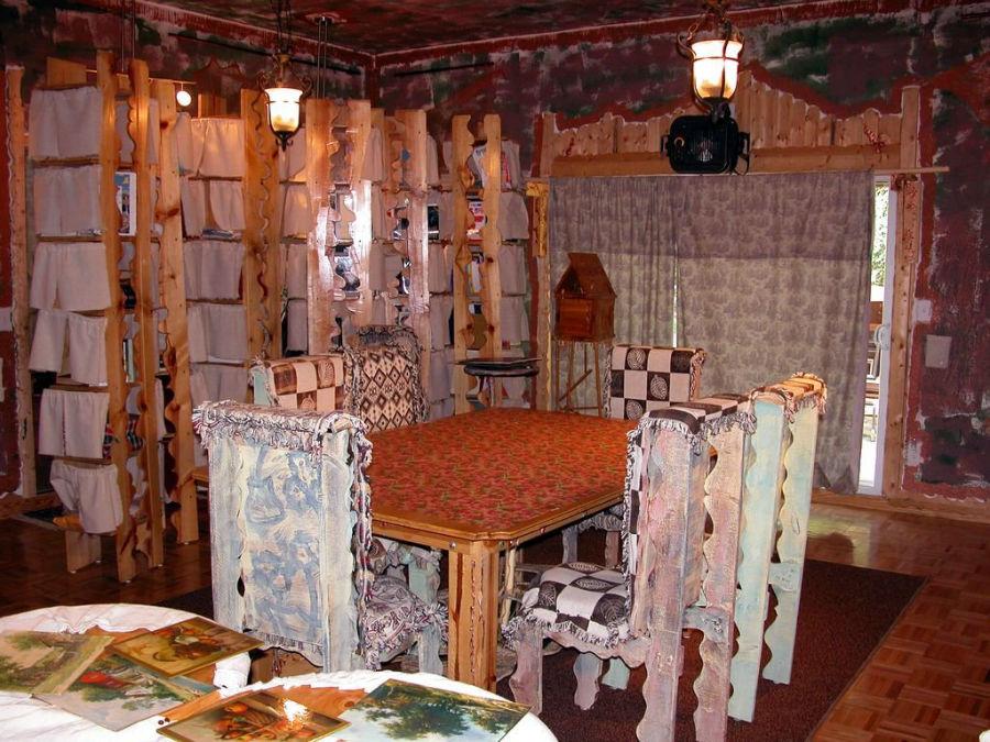 خانه ای ترسناک، مرموز و عجیب که هیچکس حاضر به خریدش نیست