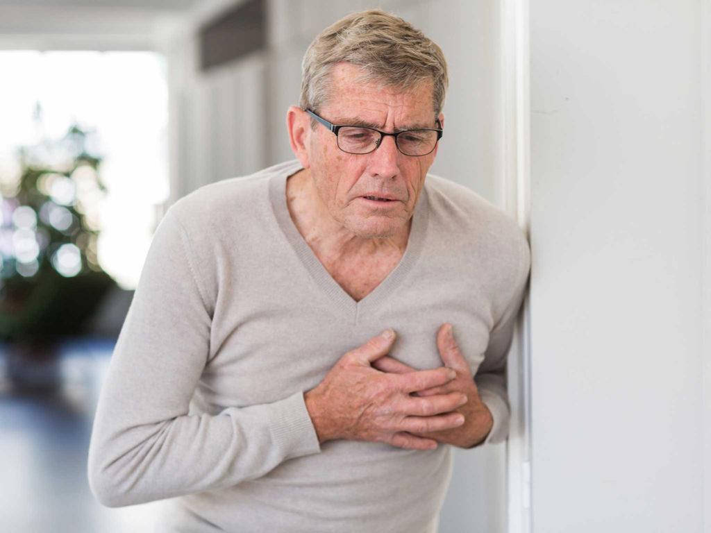 در زمان حمله قلبی اطرافیان مان چه کنیم؟
