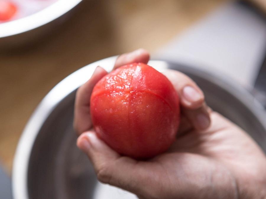 20150813-peeling-tomatoes-vicky-wasik-9