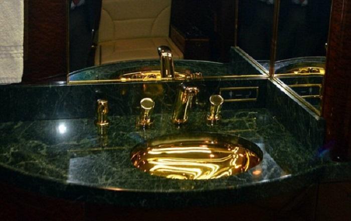 دستشویی ها و کمربندهای این هواپیما با آب طلا ساخته شده اند
