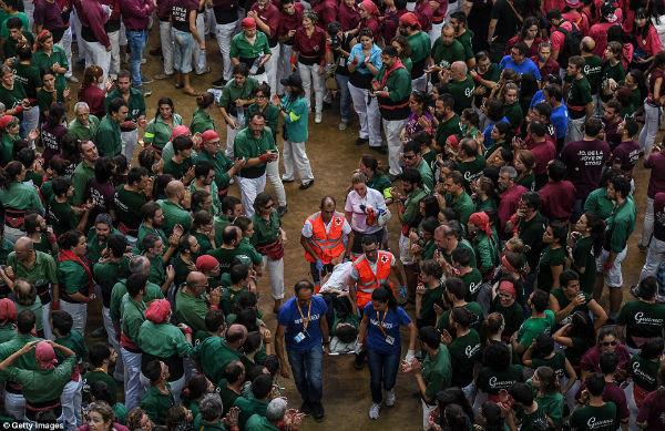 رویداد سنتی اسپانیا خطراتی نیز به همراه دارد، به همین دلیل برخی شرکت کنندگان دچار مصدومیت می شوند