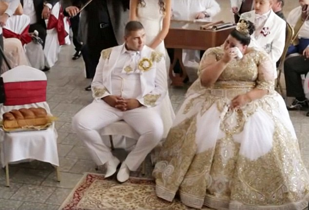 Slovakian gypsy wedding with bride showered with gold and 500 notes went viral in Slovakia and Russia