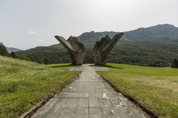 bosnie_-_tjentiste_-_monument-w600